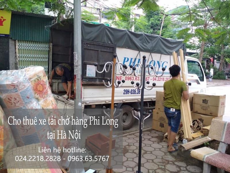 Xe tải chở hàng tết Phi Long phố Lê Hồng Phong